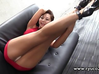 Sexy asian mature is doing sport in too short minidress! enjoy hot upskirt!